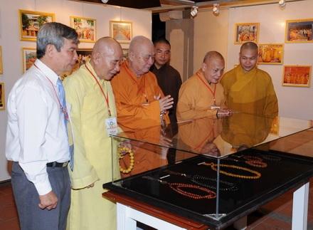 Khánh Hòa: Khai mạc triển lãm tranh ảnh, pháp khí nghi lễ Phật giáo Việt Nam