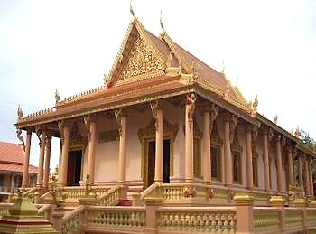 Chùa Khmer Nam Bộ cổ kính và tinh xảo