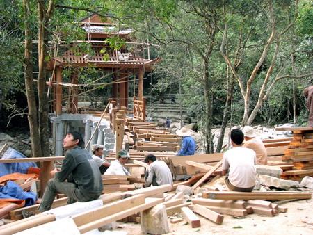 Yêu cầu tháo dỡ công trình xâm hại Yên Tử