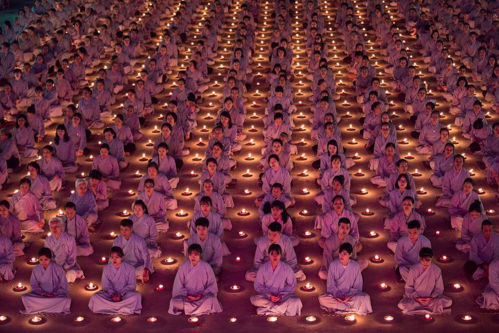 'Phật tử cầu nguyện' vào top 70 ảnh đẹp nhất năm của NatGeo