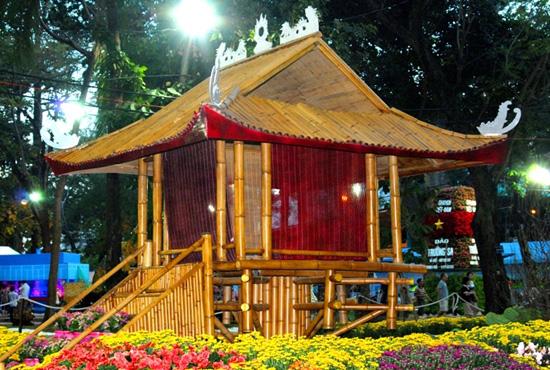 Độc đáo chùa Một Cột, Đại Nội Huế giữa Sài Gòn